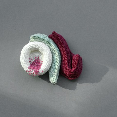 Crochet brooch - Cosy crumble
